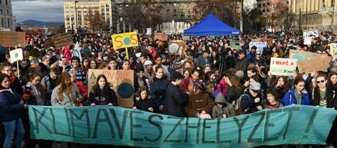Klímasztrájk: Több ezren tüntettek Budapest utcáin